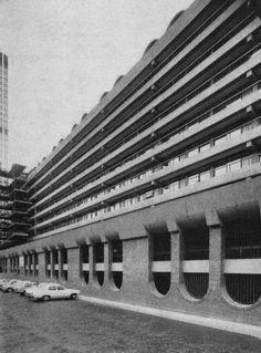Concrete Beauty: A Rough Guide to London's Brutalist Housing Estates - Architizer Victoria Terrace, Brutalist Buildings, Brick Arch, London Architecture, Pedestrian Bridge, Barbican, London House, Facade House, London England