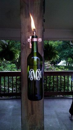 Another useful idea for backyard decor. A wine bottle torch with monogram. Wine Bottle Torches, Wine Bottle Lanterns, Wine Bottle Crafts, Bottle Art, Wine Bottles, Tiki Torches, Wine Corks, Lights In Wine Bottle, Glass Bottles