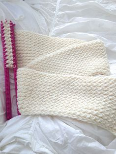 Infinity loom knitted scarf ♥LLKW♥ with pattern and picture instructions. Excellent for begginers