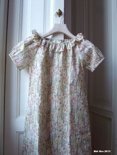 "Mdr: Vestito con collo a volant e maniche corte in Liberty Tana Lawn ""Tuesday Trees"""