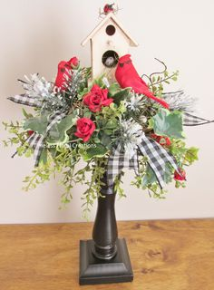 Cardinals in the snow candlestick topper.timelessflora… Cardinals in the snow candlestick topper. Christmas Flower Arrangements, Christmas Centerpieces, Floral Arrangements, Cemetary Decorations, Xmas Decorations, Country Christmas, Christmas Holidays, Christmas Wreaths, Christmas Projects