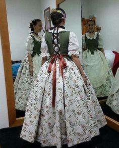 Special Dresses, Nice Dresses, Beautiful Dresses, Traditional Fashion, Traditional Dresses, Folk Fashion, Vintage Fashion, Medieval Dress Pattern, Old Fashion Dresses
