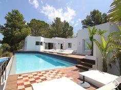 Increíble villa de diseño en venta en el suroeste de Ibiza con 6 dormitorios grandes, vistas fantásticas del mar y una piscina infinita grande