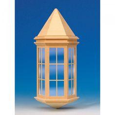 Viktorianischer Erker (50350) aus Naturholz mit echten Glasscheiben und separaten Sprossenleisten. Zum lackieren des Fensterrahmens und der bereits montierten Sprossen, kann die Glasscheibe einfach aus dem Rahmen entfernt werden! Maße: 90 x 137 mm (BxH), Ausschnittmaße: 65 x 127 mm.
