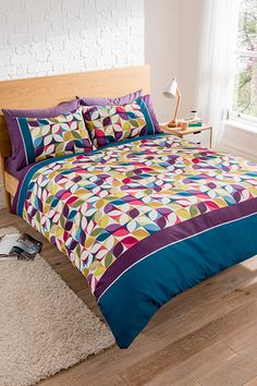 Niamh Duvet Set Single Double King Modern design bedding which will give your room a stand out appearance. Available in duvet sets (single with 1 pillowcase, double, king size with 2 pillowcases). Selling On Pinterest, Duvet Sets, Bed Design, Quilting Projects, Decoration, King Size, Beautiful Homes, Living Room Decor, Comforters