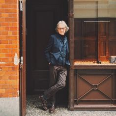 Taken by @DanRubin. Got an early start this morning to explore Covent Garden with this gentleman, Sir Paul Smith  and hear stories of his journey as a designer, and little tidbits of history about the area and its architecture. He's a true renaissance man, interested in and curious about all he sees, and a fine photographer, too. Thanks to Paul and his team for making it worth waking up well before sunrise on what turned out to be a beautiful day in London. #paulsearlybirdlondon