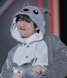 V Bts Cute, V Cute, Jungkook Cute, Foto Jungkook, Bts Jimin, Kim Taehyung Funny, V Taehyung, Foto Bts, Taehyung Photoshoot