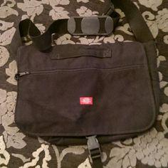 Dickies messanger bag Black, Duckies messanger bag. Adjustable crossbody strap. Zipper on front flap, twi inner pockets. No signs of wear Dickies Bags