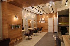 北海道札幌市の美容室内装デザイン Salon Interior Design, Makeup Studio, Store Design, Barber Shop, Table, Scissors, Shopping, Furniture, Home Decor