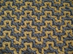 Technique :: Interlocking Crochet™ - Bargello pattern, free video tutorial by Tanis Galik.  Worked on a DC mesh ground.