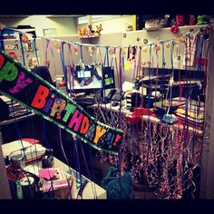 Cubicle Birthday Decorations, Diy Party Decorations, Birthday Pranks, Birthday Ideas, Work Party, Party Party, Cube Decor, Work Gifts, Candy Cards