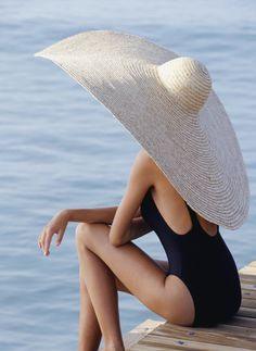 Who needs an umbrella? Just wear a big hat!(a REALLY big hat) :) Glamour, Love Hat, Looks Style, Mode Outfits, Summer Of Love, Summer Sun, Summer Vibes, Summer Chic, Summer Dream
