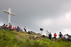 Misa en la Cruz de Pagoeta. Parque Natural de Pagoeta. Pais Vasco. © Inaki Caperochipi Photography