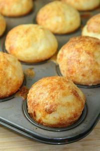 Super Easy Brazilian Cheese Puffs (Grain Free, Gluten-Free) C. extra virgin olive oil C. milk (we used raw) 1 C. tapioca flour 1 egg, room temperature 1 tsp salt (or more - to taste) C. Gluten Free Grains, Foods With Gluten, Gluten Free Cooking, Gluten Free Buns, Dairy Free, Free Gf, Grain Foods, Lactose Free, Nut Free