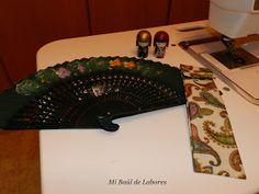 MI BAÚL DE LABORES: TUTORIAL FUNDA PARA EL ABANICO Crochet Fabric, Fabric Purses, Crochet Purses, Hand Fan, Patches, Gadgets, Scrapbook, Deco, Sewing