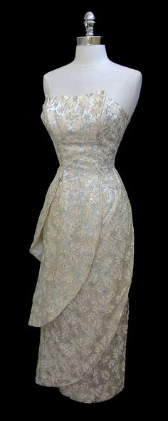 Vintage   1950s  Absolutely perfect for a recital dress! Me want sooooo bad!