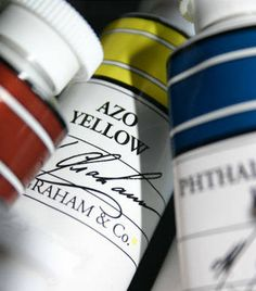 Article on how to select acrylic paints.