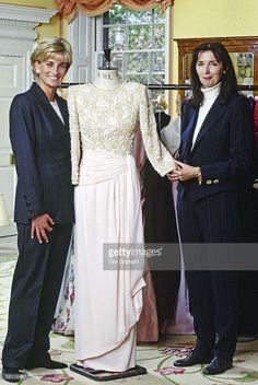 Diana and Dress Designer Catherine Walker Princess Diana Rare, Princess Diana Fashion, Princess Diana Pictures, Princes Diana, Princess Of Wales, Princess Style, Princess Kate, Catherine Walker, Estilo Real
