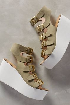 Alba Moda Sassi Wedges Moss from Anthropologie. Shop more products from Anthropologie on Wanelo. Pretty Shoes, Beautiful Shoes, Cute Shoes, Me Too Shoes, Fashion Boots, Sneakers Fashion, Shoe Boots, Shoes Heels, Kawaii Shoes