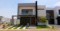 Casa en Venta en La Rioja de 3 Recámaras y 3.5 baños en 2 niveles con Estudio y Baño completo en Planta Baja. 261 mts.2 de Contrucción - $4480000.   Para más información visita: http://casasenventaenguadalajara.com/casas-en-venta/casa-la-rioja-tlajomulco-394