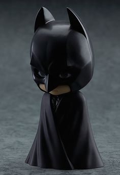 The Dark Knight of Gotham is joining the Nendoroids! From 'The Dark Knight Rises' comes a Nendoroid of Batman! His entirely black outfit has been made using different textures for areas such as the chest and cape, faithfully keeping all the su. Cute Batman, Batman Hero, Flareon Pokemon, Harley Quinn Drawing, Batman Action Figures, Batman Wallpaper, Batman Begins, Tokyo Otaku Mode, The Dark Knight Rises