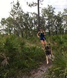 Running with your dog is very rewarding. They make great running partners! Here are some tips for trail running with your dog. Best Running Shorts, Best Trail Running Shoes, Running Wear, Running Tips, Running Women, Running Quotes, Running Routine, Running On Treadmill, Trail Running Motivation