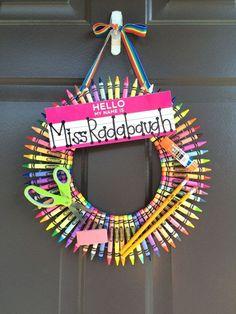 Teacher Crayon Wreath by Marsnicknacks on Etsy (old crayon crafts glue sticks) Teacher Crayon Wreath, Teacher Wreaths, Teacher Canvas, Teacher Appreciation Gifts, Teacher Gifts, Teacher Tools, Old Crayon Crafts, Crayon Art, School Wreaths