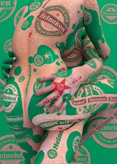 The Korean artist Kim Joon has superb work of body paint using the human body as a canvas for a brilliant effect. yeah, but why use it to advertize for Heineken‽ Pub Vintage, Kim Joon, Funny Ads, Street Marketing, Pop Art, Monochrom, Korean Artist, Woman Painting, Painting Art