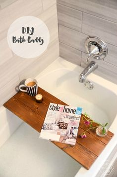 Best Diy Crafts Ideas DIY Wooden Bath Caddy- this would make the perfect christmas gift! *hint hint* -Read More – Diy Interior, Do It Yourself Furniture, Diy Furniture, Do It Yourself Regal, Affordable Home Decor, Perfect Christmas Gifts, Wooden Diy, Wooden Gifts, Diy Organization