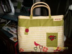 cute boxed corner handbag.  click picture to see more pics and how i made it :)