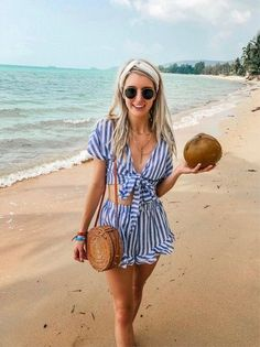 Stylish 48 Fashionable Summer Outfits Ideas For 2019 When Shakespeare wrote 'Shall I compare thee to a summer's day?' in his famous sonnet, he could have very well … Cancun Outfits, Cruise Outfits, Hawaii Outfits, Summer Vacation Outfits, Honeymoon Outfits, Mexico Vacation Outfits, Vacation Fashion, Beach Style Fashion, Outfits For Mexico