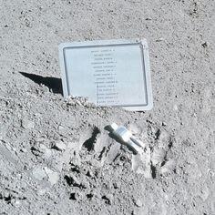 Существует памятник, установленный на Луне. Это алюминиевая фигурка в скафандре, посвящённая памяти космонавтов, которые уже погибли. На табличке рядом с фигуркой перечислены имена 14-ти погибших, включая Юрия Гагарина. Памятник установил экипаж Аполлона-15 в 1971 году