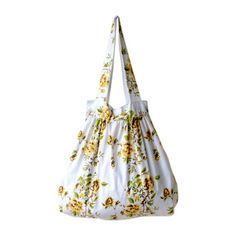 Yellow rose big bag $62 Diy Sewing Projects, Fabric Bags, Big Bags, Vintage Yellow, Yellow Roses, Bag Making, Fabric Crafts, Bucket Bag, Vintage Fashion