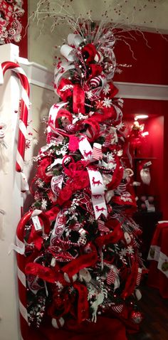 Red and White beautiful ribbons #Christmas tree.