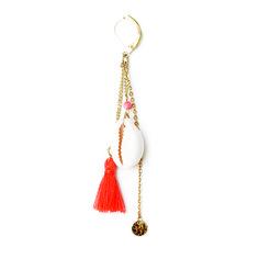 Boucles doré à l'or fin coquillage cauri perles semi précieuses et pompon coton.Longueur : 7 cmUn bijou signé apoi.