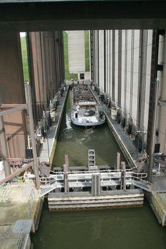 Canal Boat, Narrowboat, Waterworks, Civil Engineering, Places To Visit, Houseboats, Explore, Bridges, Locks