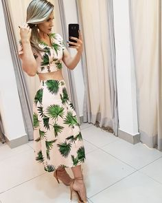 La imagen puede contener: una persona, de pie Cami Crop Top, Cropped Cami, Crop Tops, Vacation Outfits, Two Piece Dress, Spring Outfits, Clothes For Women, Womens Fashion, My Style
