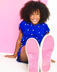 The perfect casual look that will catch the right amount of attention at a casting!  #naturalhairstyles #naturalhair #kids #kidshairstyles #naturalkidshairideas #girlshairstyles #curlyhair #curlygirlmethod #curls #naturalhairstylesforteens #kidhairstyles #fashionista #fashionmodel #kidmodels #modeling #modelagency #agency #smile #freckles
