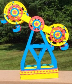 Double Ferris Wheel A double paper Ferris wheel! I got this idea from my Fifth grade students on the last day of school. They cre. Carnival Rides, Carnival Themes, Circus Theme, Circus Party, Carnival Classroom, 3d Paper Crafts, Paper Toys, Paper Art, Diy And Crafts