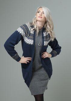 Vår Lang jakke med lommer - Viking of Norway Knitting Charts, Knitting Stitches, Knit Fashion, Womens Fashion, Cardigan Design, Fair Isle Pattern, Knitwear, Winter Outfits, Knit Crochet