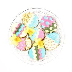 Det er bare så hyggeligt at bage sammen. Derfor har vi også delt opskriften på disse fine sugar cookies med dig i vores aktivitetshæfte 🐰🐣🌸 Jeg har lagt flere billeder op - så husk at du kan swipe imellem dem (krydser fingre for at det virker) 😄 Rigtig dejlig søndag derude 💕