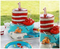 Dr. Seuss fondant cake