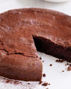 Gluten Free and Low FODMAP Recipe -  Chocolate fudge cake   http://www.ibssano.com/low_fodmap_choc_hcerry_fudge_torte_cherry_sorbet.html