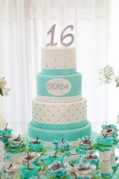 Tiffany Blue Sweet 16 Cake www. Sweet Sixteen Cakes, Sweet 16 Cakes, Pretty Cakes, Beautiful Cakes, Tiffany Sweet 16, Tiffany Blue, Sweet 16 Birthday Cake, 16th Birthday, Birthday Cakes