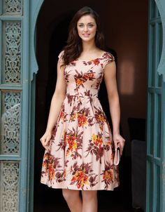 Silk Floral dress - love the bold floral pattern, the red-orange color, and the little cap sleeves. Floral Prom Dresses, Silk Floral Dress, Trendy Dresses, Simple Dresses, Cute Dresses, Beautiful Dresses, Casual Dresses, Short Dresses, Summer Dresses