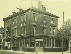 Common Gate, 131 Markhouse Road, Walthamstow - in 1956 London History, Local History, London Boroughs, London Fields, Local Pubs, Vintage London, London Photos, Gate, Louvre