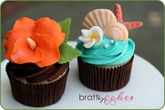 Hawaiian Wedding Cupcakes by Natty-Cakes (hawaiian luau food wedding cakes) Cupcakes Fondant, Cute Cupcakes, Wedding Cupcakes, Cupcake Cakes, Cupcake Ideas, Decorated Cupcakes, Birthday Cupcakes, Cupcake Toppers, Wedding Cake