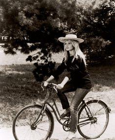 Hollywood rides a bike - Brigitte Bardot