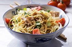These deliciously filling salad recipes are perfect for a healthy lunch or dinner. From summer mackerel to fruity pasta, we've got loads of tempting ideas. Salad Recipes For Dinner, Dinner Salads, Pasta Recipes, Dinner Dishes, Seafood Recipes, Tinned Tuna Recipes, Low Calorie Recipes, Healthy Recipes, Healthy Meals