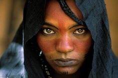 This is a portrait of a touareg woman who lives on the deserts of Libya. painted with tablet and photoshop Touareg woman We Are The World, People Around The World, Black Is Beautiful, Beautiful People, Simply Beautiful, Amazing People, Beautiful Eyes, Tuareg People, World Cultures